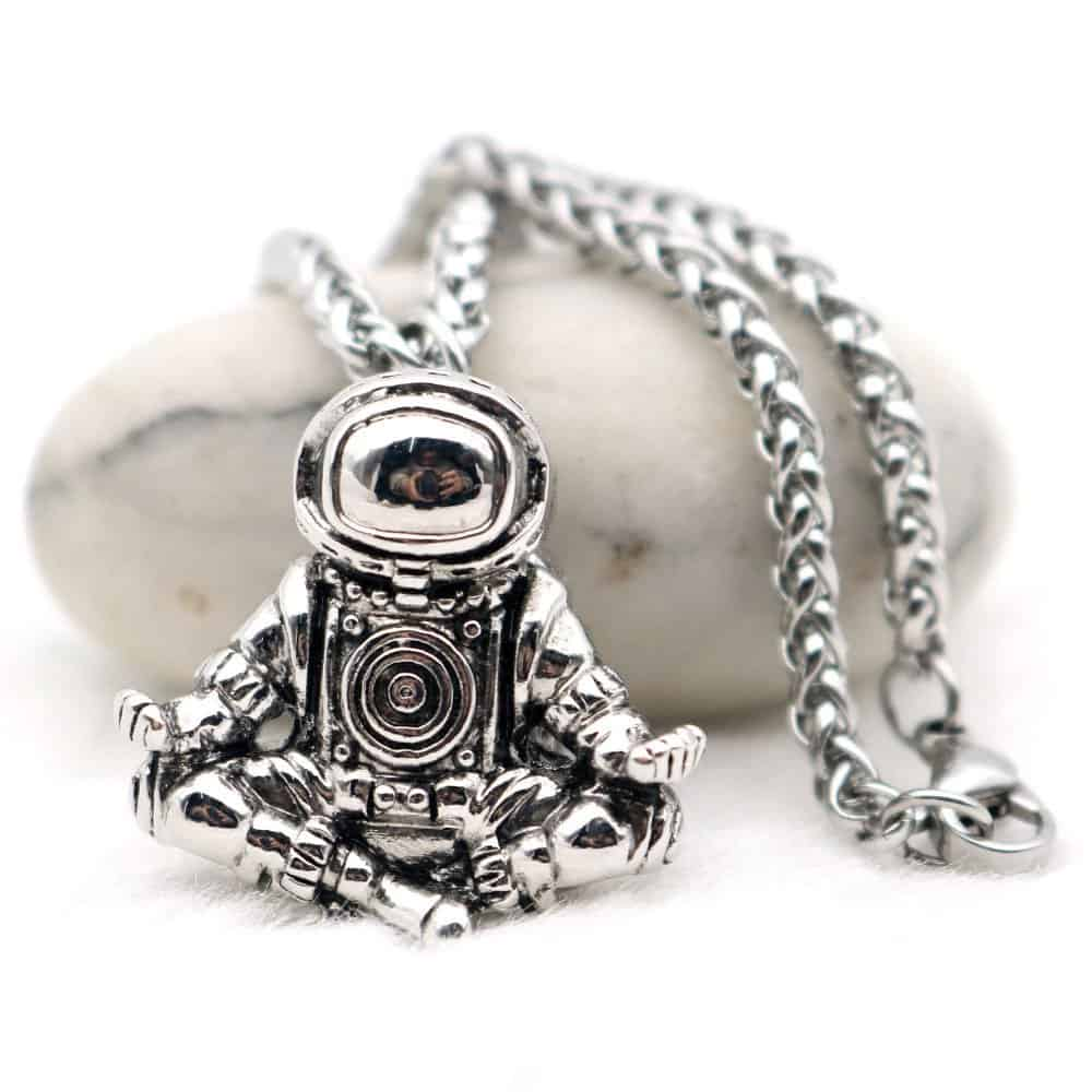 This Astronaut Pendant Necklace Is Going Viral – Check This Out